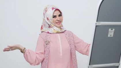 Angel Lelga Berikan Tutorial Hijab Ala Wanita Rusia Halaman 5