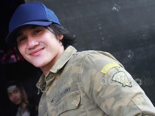 Hot Daddy! Army Style ala Vino G Bastian