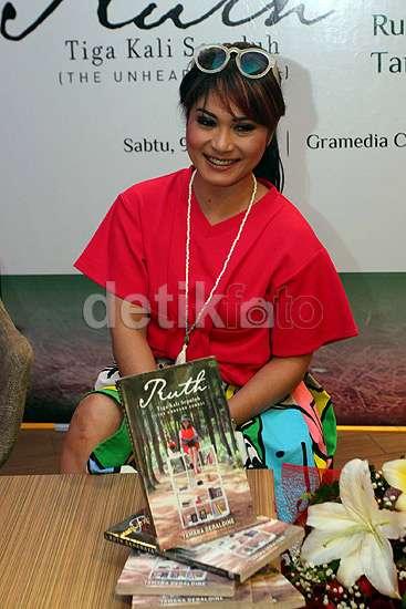 Ruth Sahanaya dan Tamara Geraldine Tampil Merah Menyala