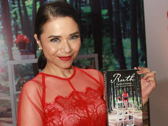 Foto-foto Perilisan Buku Biografi Ruth Sahanaya