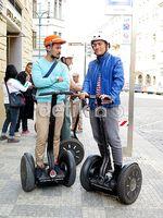 Asyiknya Bintang 'Negeri van Oranje' Naik Segway di Praha
