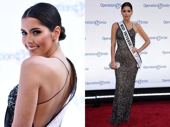 Miss Universe 2014 Paulina Vega Seksi Pamer Punggung
