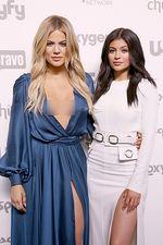 Hot Sisters! Khloe Kardashian dan Kylie Jenner Adu Seksi