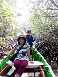 berpetualang di hutan bakau, indah bukan?