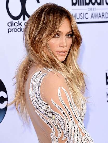 45 Years Old and Still Hot! Jennifer Lopez Wow Bergaun Menerawang