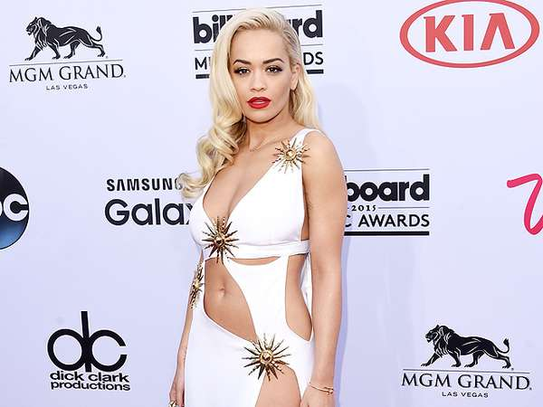 Sexy! Rita Ora Lagi-lagi Tampil Tanpa Underwear