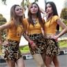 Gaya Rawr Trio Macan dengan Rok Mini Macan Tutul