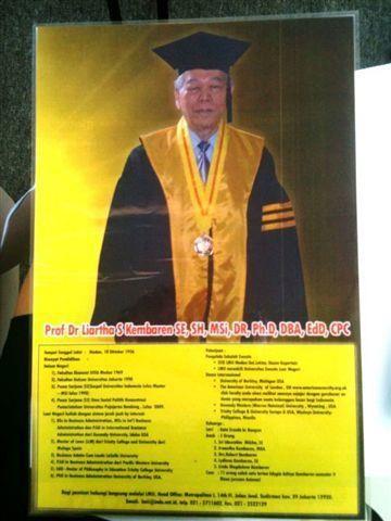 Wow! Rektor University of Berkley Punya Gelar Akademis <i>Segambreng</i>