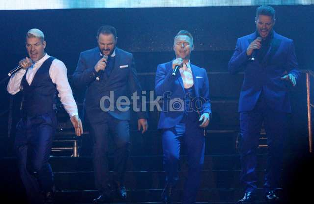 Penampilan Energik Boyzone di Istora Senayan