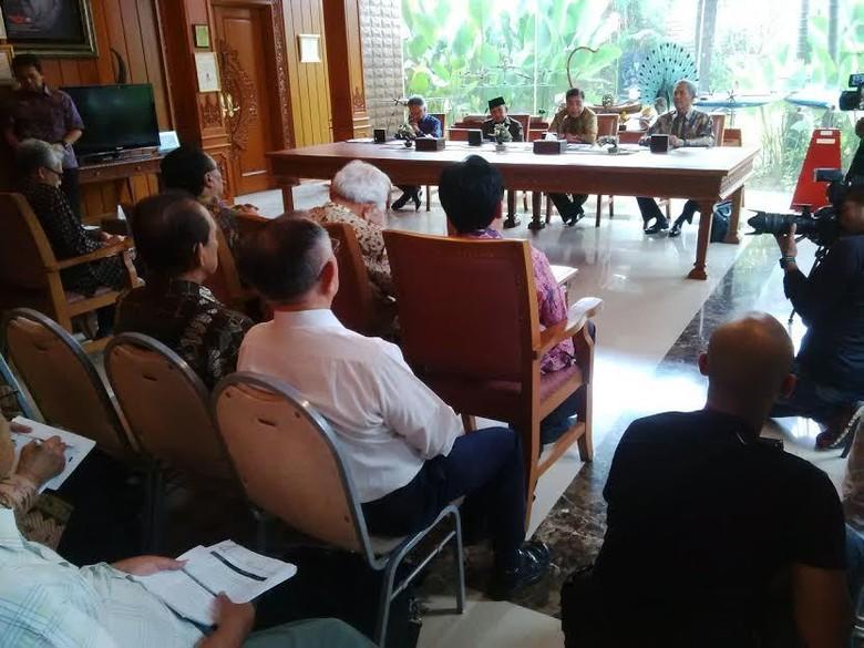 Di Depan Para Ilmuwan, Habibie Cerita Kenangan Pertemuan dengan Soeharto