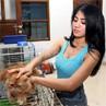 Pakai Tank Top, Lina Marlina Basah-basahan Cuci Mobil