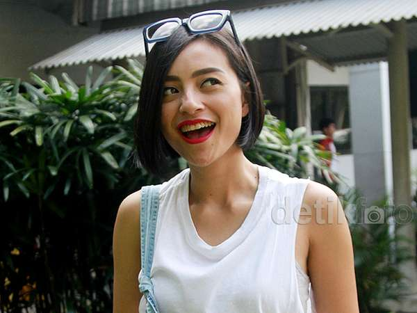 Bibir Merah Lolita Agustine