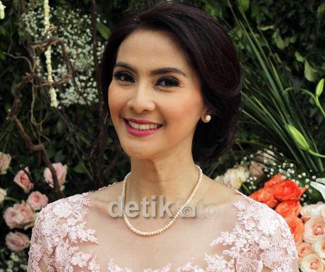 40 Years Old, Maudy Koesnaedi Sangat Cantik Berkebaya