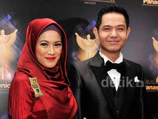 Lovely Couple! Alyssa Soebandono dan Dude Harlino Serasi Banget