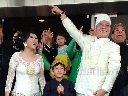 Bahagianya Iwa K dan Wikan Jadi Suami-istri