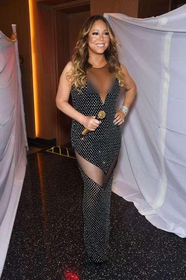 Mariah Carey Seksi dengan Baju Berbelahan Dada Rendah