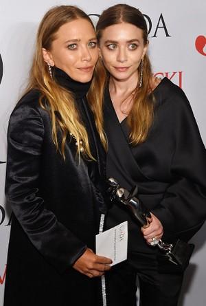 Ashley dan Mary-Kate Olsen, Desainer Busana Wanita Terbaik AS