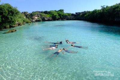 Danau Sebening Kaca di Sumba yang Bikin Iri