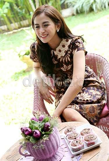 Menikmati Sore Bersama si Cantik Nina Zatulini