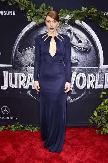 Bryce Dallas Howard Pamer Punggung di Premiere 'Jurassic World'