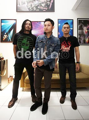Yuk, Nonton Konser Akustik Andra and The Backbone Lewat Streaming
