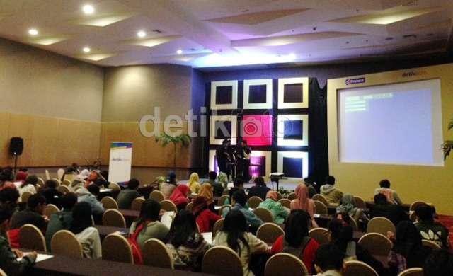 Komikus Faza Meonk Isi Workshop di dPreneur Spesial Surabaya