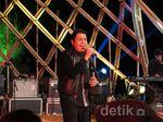 Terhanyut Suara Merdu Tulus di Jazz Gunung 2015