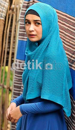 Shireen Sungkar Manis Berhijab Syar'i