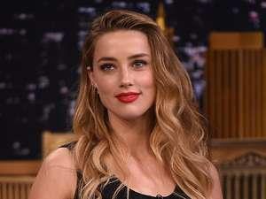 Amber Heard Cantik Berbibir Merah