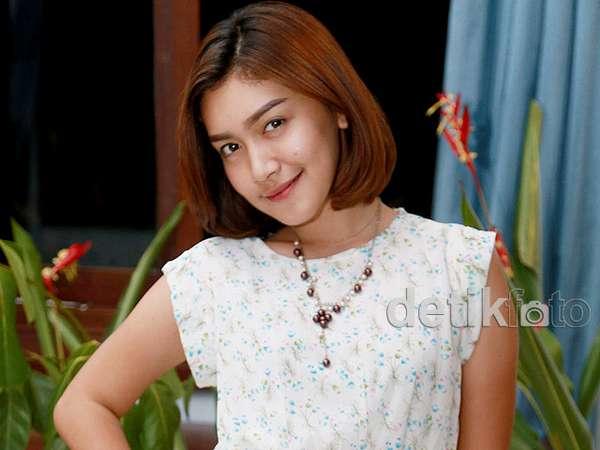 Aih, Senyuman Melody Prima Manis Banget