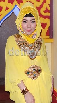 Namun, untuk memakai hijab seterusnya, pelantun 'Mungkin Dia Lelah' itu masih belum bisa memastikan.