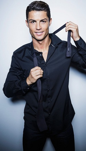 Cara Cristiano Ronaldo Hilangkan Bad Mood, Pakai Underwear Warna Cerah