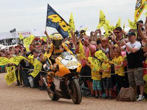 Menang di Assen, Rossi Langsung Geber YZR-M1 Kado Ultah Yamaha