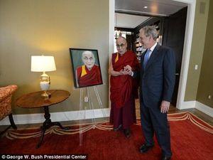 Dalai Lama Terkesan dengan Lukisan Buatan George W Bush