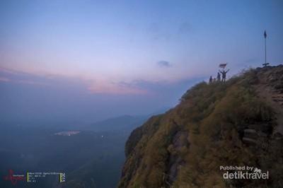 Ini Dia Gunung Batu yang Indah di Jonggol