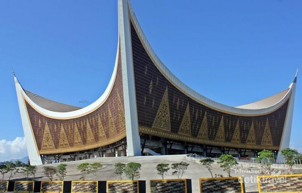 Masjid Raya Sumatera Barat Megah Dan Tahan Gempa