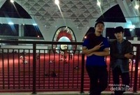 Mengabadikan momen di Masjid Raya Sumatera Barat