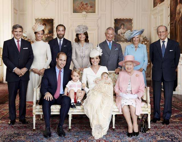 Ini Foto Terbaru Keluarga Besar Kerajaan Inggris