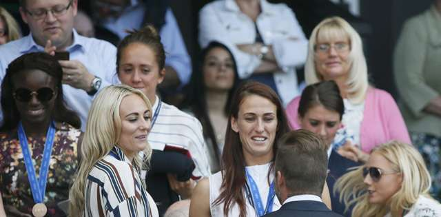 Kedekatan David Beckham dan Sang Ibu di Wimbledon 2015