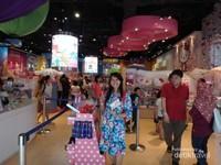 Toko suvenir yang menjual pernak pernik Hello Kitty