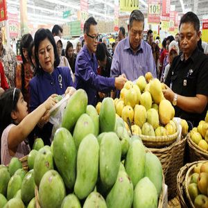 SBY dan Ibu Ani Borong Buah, Daging Hingga Piring di Carrefour