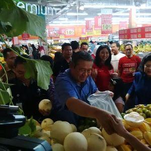Belanja di Carrefour, SBY Dikerumuni Pengunjung dan Diajak Selfie