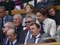 Ia tampak serius menyaksikan pertandingan. REUTERS/Stefan Wermuth/detikFoto.