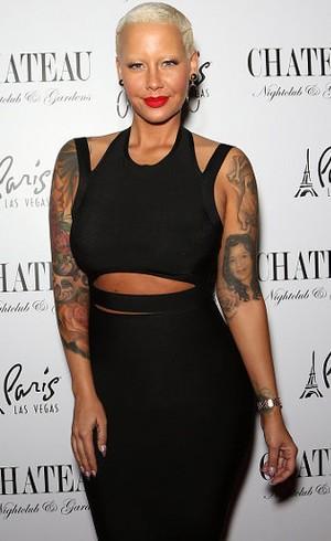 Adu Bokong Seksi, Amber Rose Pose Mirip Kim Kardashian Berbikini