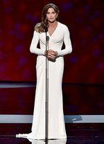 Caitlyn Jenner Elegan Bergaun Putih di ESPY Awards 2015