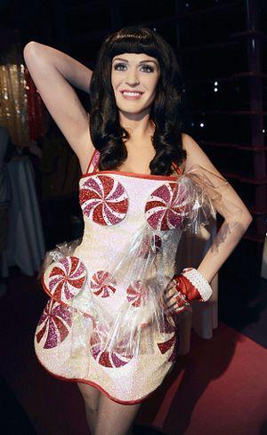Setelah Lady Gaga, Katy Perry Jadi Model Terbaru H&M