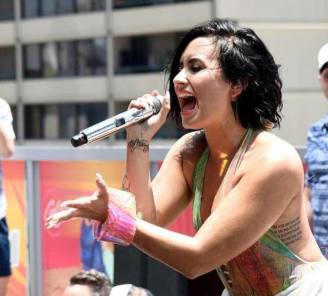 Pool Party! Demi Lovato Superseksi di Video Klip Baru