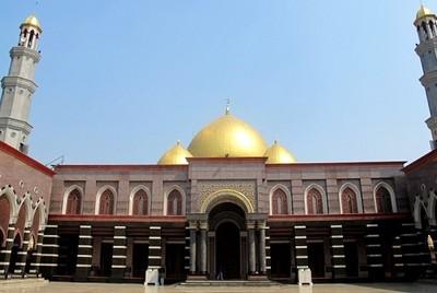 Masjid Kubah Emas & 4 Tempat Wisata Murah Meriah di Depok