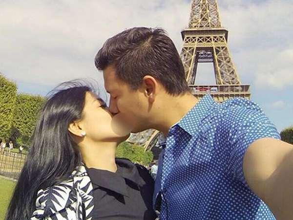Mesranya Christian Sugiono Cium Titi Kamal di Menara Eiffel