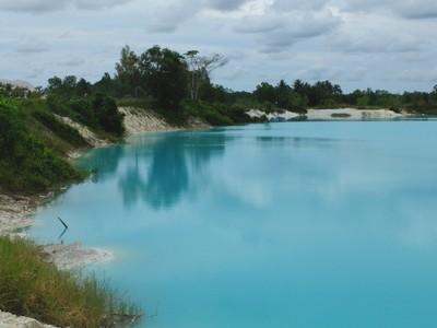 Kawah Putih Ciwidey? Bukan, Ini Danau Kaolin di Belitung